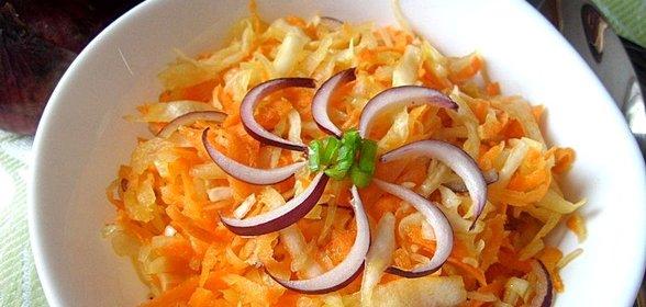 Рецепт витаминного салата из капусты и моркови с и описанием
