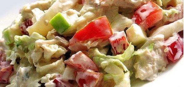 Салат из куриной грудки с пекинской капустой помидорами