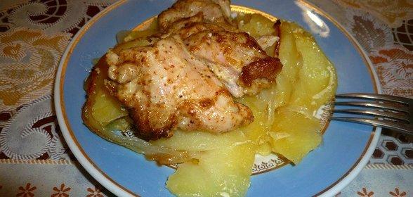 Простой куриного филе с картошкой