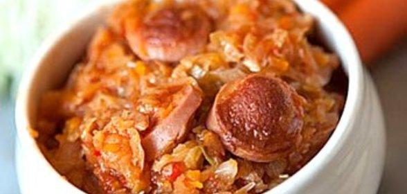 Капуста тушеная с сосисками рецепт с фото