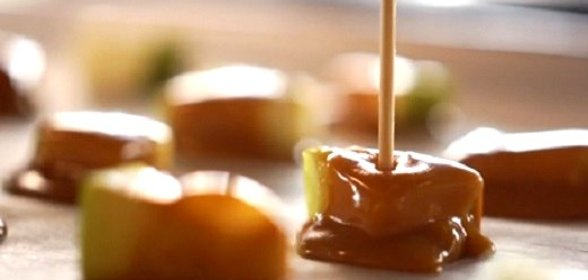 Яблоки в карамели дольками рецепт в домашних условиях