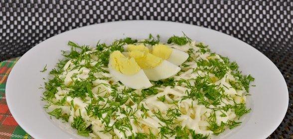 Простой салат с рыбными консервами рецепт