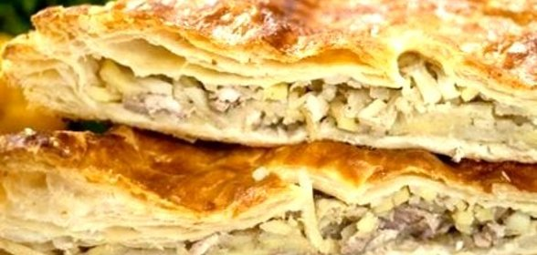 Пирог с курицей и сыром из слоеного теста рецепт